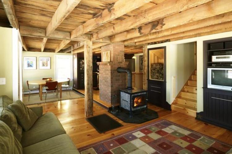 печь в деревянном доме фото