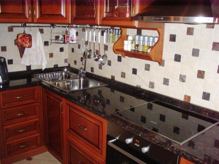 маленькая кухня с угловой мойкой фото