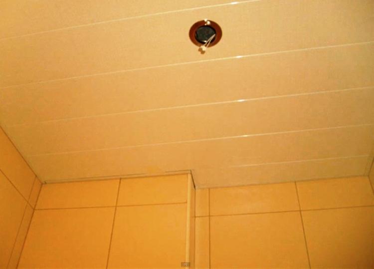 реечный потолок в ванной комнате фото 8