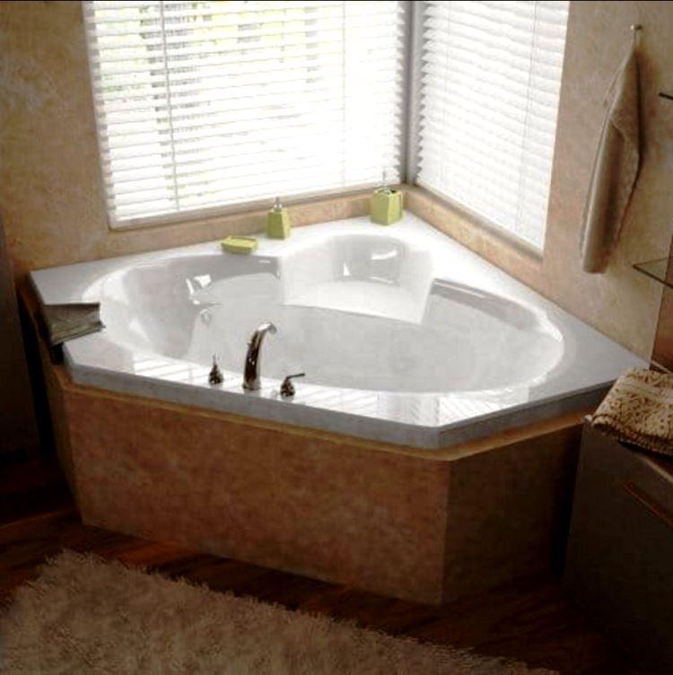 маленькая угловая ванна в ванной комнате фото 13