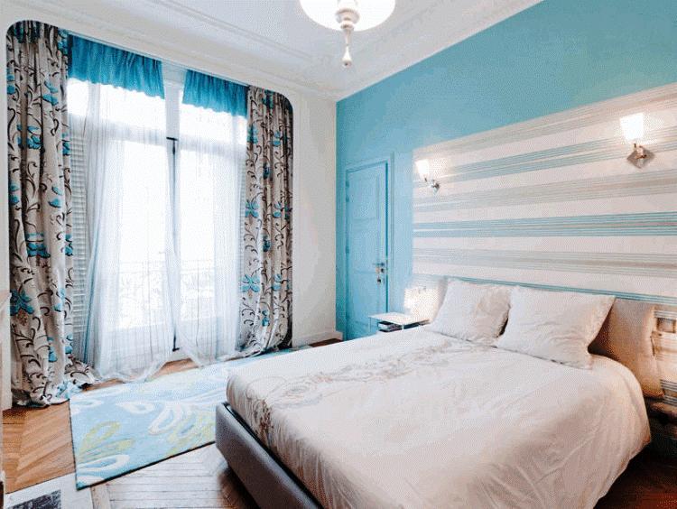 Голубые обои в спальне фото