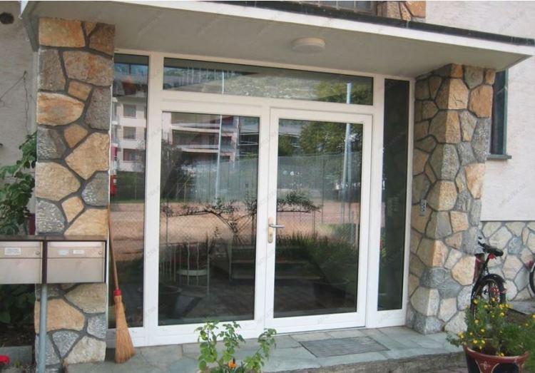 входная пластиковая дверь со стеклом фото 5